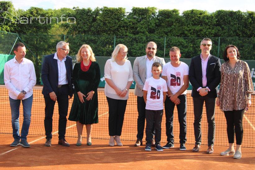 otvor tenis 19