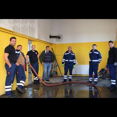 vatrogasci-kis-zajedno-garaza